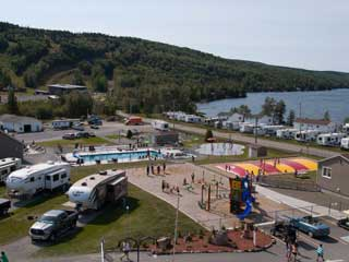 Plage et amusements du Camping KOA Bas-St-Laurent Resort